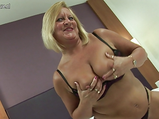 hawt british grandma loves her dildo
