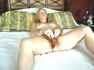 texas housewife prefers massive toys (webcam