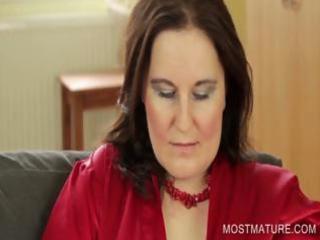 stockinged mama showing big milk shakes