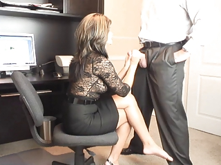 sexy milf office oral-stimulation