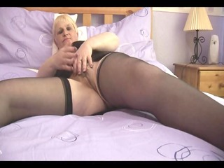 curvy mature with hairy slit in open girdle