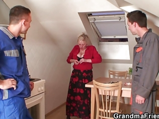 wicked granny widens her legs for cocks