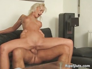 hawt blonde with round scoops gets