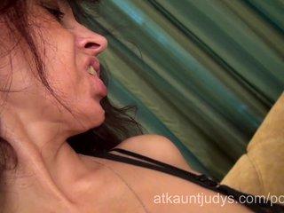 mother i karolina masturbates her mature fur pie