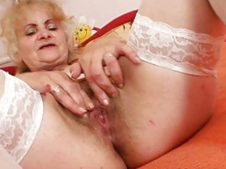 mature dominika old pussy gaping and masturbation