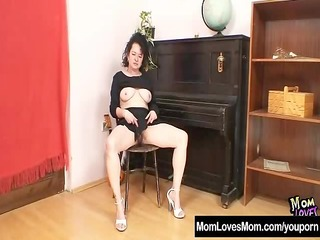 mature mommy hedvika hairy pussy dildo drilling