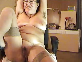 hairy older lady show on livecam