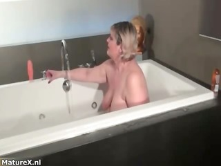 wicked bulky woman gets horny rubbing her part3