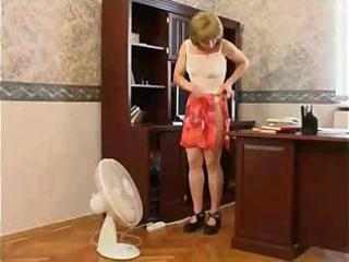 mamma wants to tempt her son at his office
