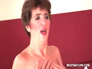lusty older hottie vibing her unshaved twat to