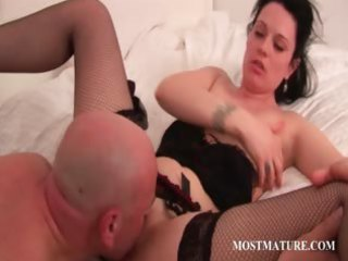 breathtaking hot mamma giving fellatio