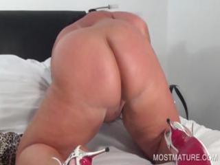 aged big beautiful woman working peachy fur pie