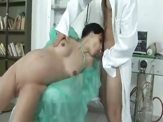 pregnant go to the doctor