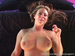 sexy milf with big natural marangos cums hard in