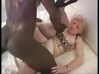 aged blond wife loves the ebon knob