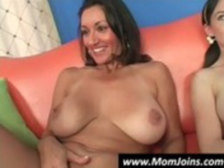 mom-and-daughter-do-the-same-guy-hi_21