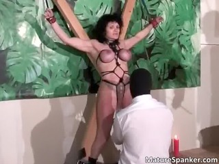 sexy hawt large boobed brunette d like to fuck
