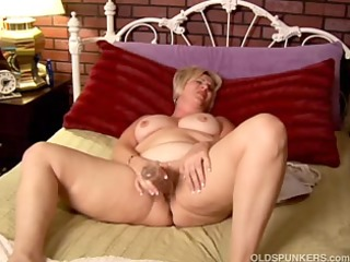mature amateur with large billibongs works her