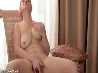 natural dilettante housewife likes finger