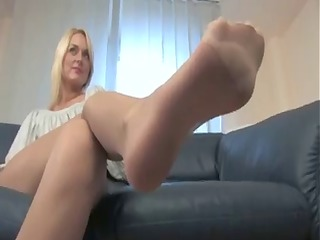 hot blond nylonfeet