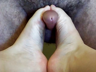aged wife footjob and cook jerking