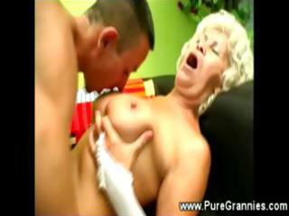 granny unshaved muff worked with tongue