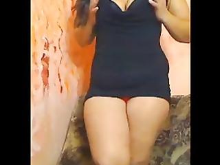 bulky saudi arabian girl shows pussy