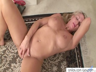 lusty cougar finger fuck