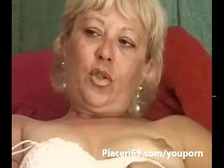 matura signora italiana si masturba la figa con